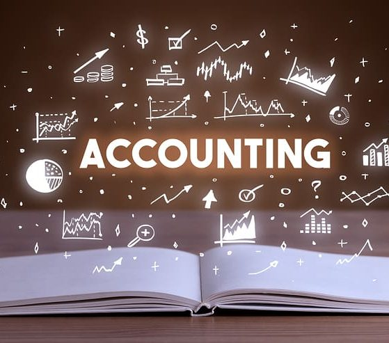 what does a UK accountant do
